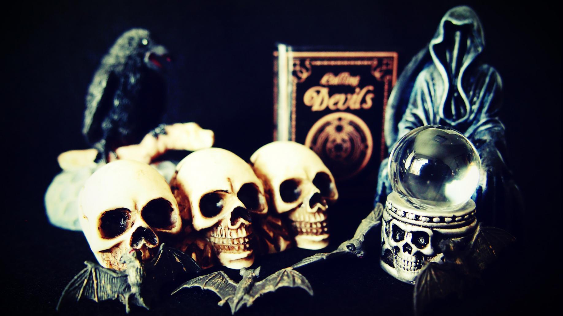 悪魔を崇拝し乱交をしまくった秘密結社【地獄の火クラブ】